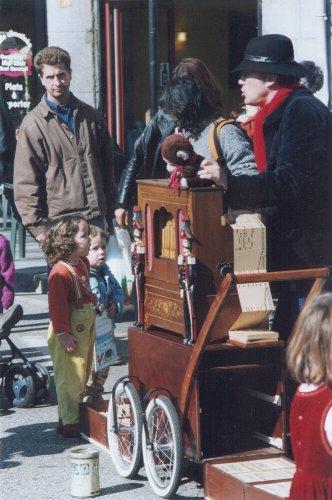 Crèvecoeur et son orgue de Barbarie en spectacle pour les enfants